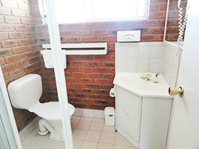 Unit bathroom at Bullanginya Lodge