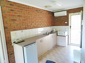 Unit kitchen at Bullanginya Lodge