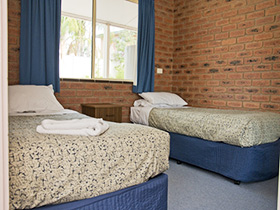 Twin bed at Bullanginya Lodge