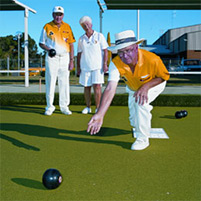 Play lawn bowling at Barooga Sporties